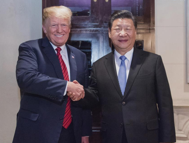 Presidente da China e dos Estados Unidos apertam as mãos